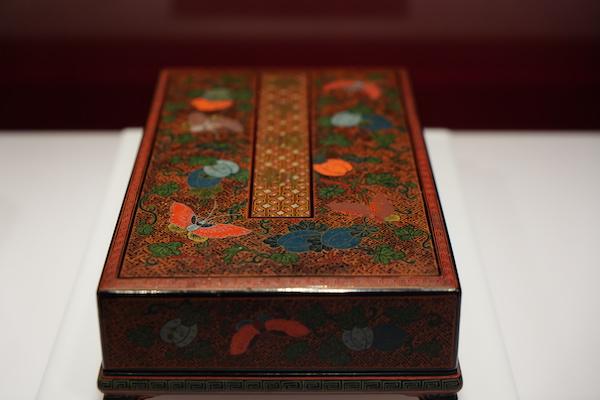描油瓜瓞纹长方盒