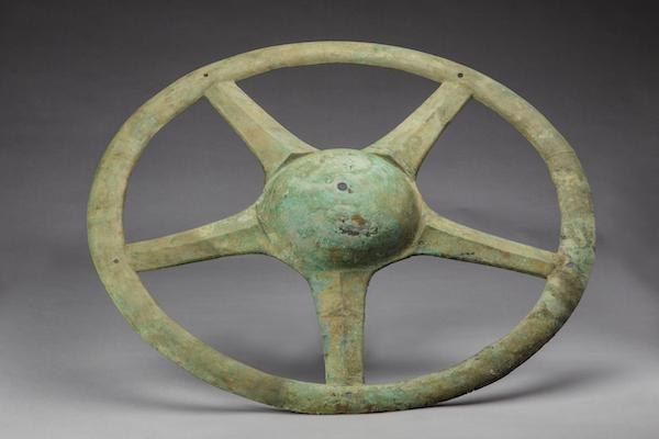 铜太阳形器 商 一级文物1986年出土 现藏于四川广汉三星堆博物馆