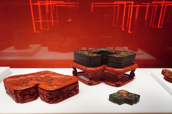剔红山水人物图磐式盒